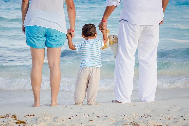 rodinka na pláži.jpg