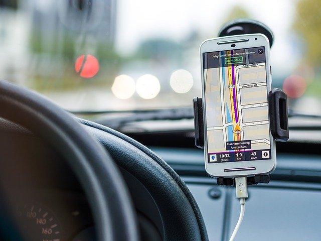 Magnetický držák telefonu do auta