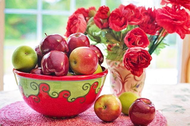jablka v míse
